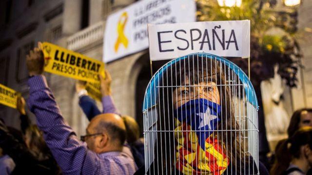 """Protesta pidiendo la liberación de """"los presos políticos"""" catalanes."""