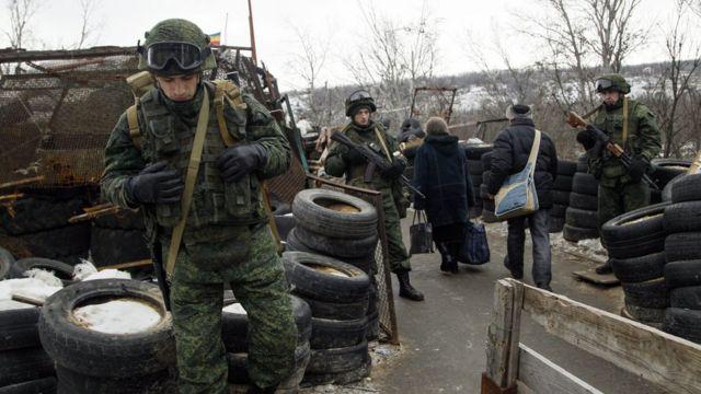 Озброєні сепаратисти на блокпосту у Луганській області