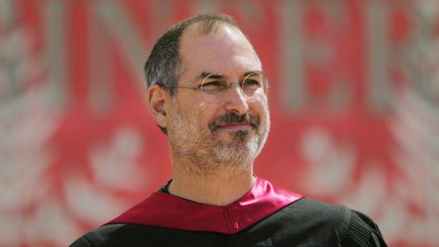 Steve Jobs hablando ante graduados de la Universidad de Stanford en 2005
