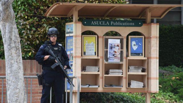 UCLAキャンパスを警備する警官