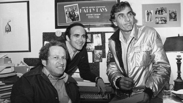 """Marshall (der.) con sus coproductores de """"Happy Days"""" Ed Milkis y Tom Miller, en 1978"""