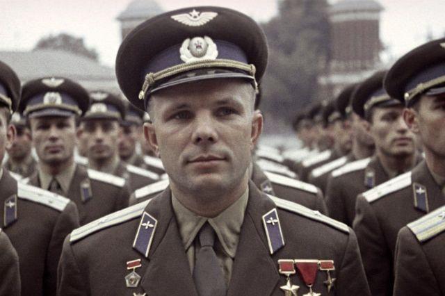 苏联第一个太空飞行的宇航员加加林