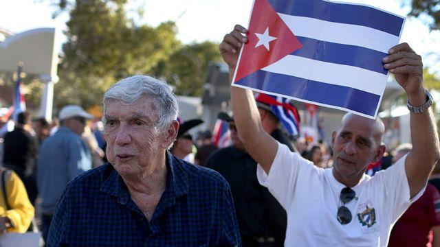 Luis Posada Carriles en una manifestación anticastrista en Miami, en 2014