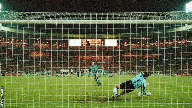 Gareth Southgate'in penaltısı Euro '96 yarı final atışlarında kurtarıldı