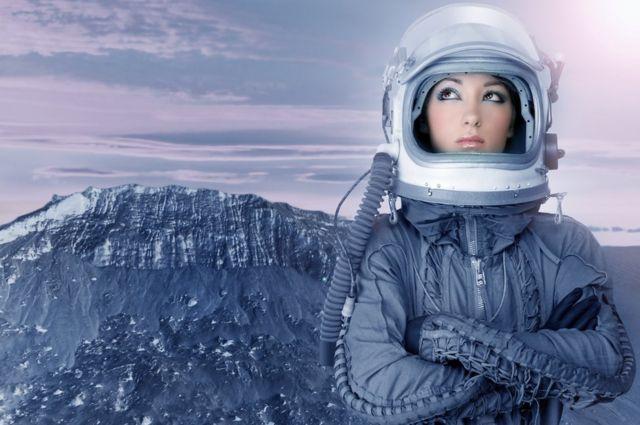 mujer en otro planeta