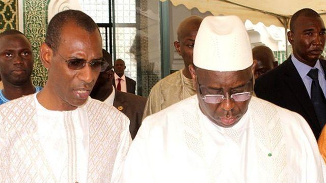 Le président Macky Sall (droite) avec le ministre de l'intérieur Abdoulaye Daouda Diallo (gauche) lors de l'Eid à la Grande Mosquée de Dakar (illustration)