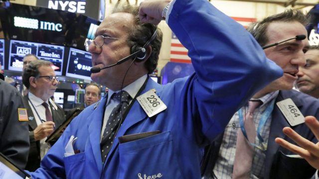 ارتفاع الأسهم الأمريكية في المؤشرات الرئيسية بفضل أداء شركات المواد والتكنولوجيا