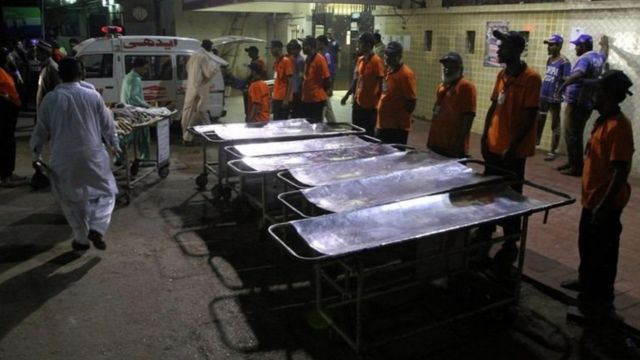 هجوم على ضريح صوفي في باكستان