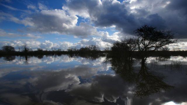 Builders 'behind UK flooding risk'