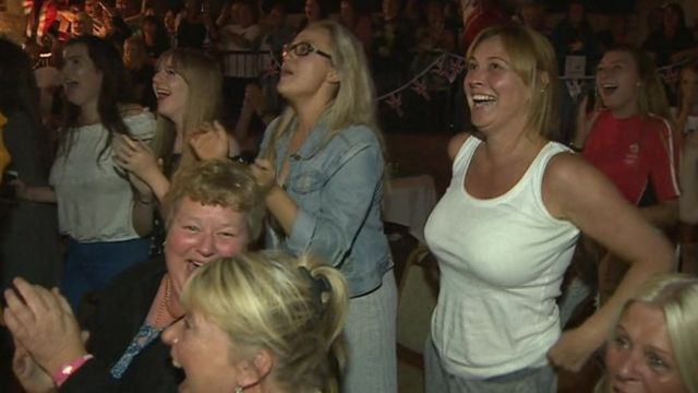 Fans gather in Flint to cheer on Jade Jones
