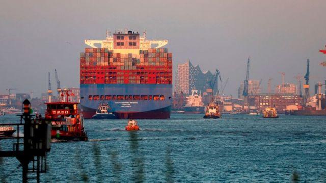 Контейнеровоз в Гамбурге в марте 2020 года