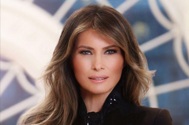 Melania Trump'ın Beyaz Saray tarafından yayımlanan portresi
