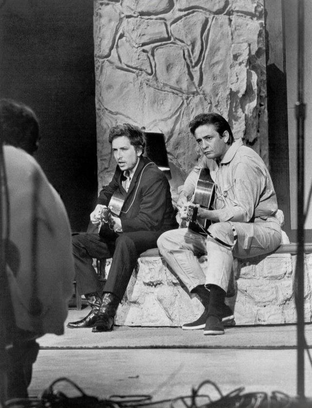 Боб Дилан и Джонни Кэш в телевизионной программе Кэша The Johnny Cash Show. 7 июня 1969 г., Нашвилл, штат Теннеси.