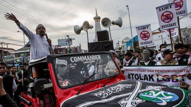 Di bawah kepimpinan Ma'ruf Amin, Majelis Ulama Indonesia (MUI) mengeluarkan fatwa bahwa lesbian, gay, biseksual dan transgender (LGBT) diharamkan. Sejak itu persekusi terhadap kelompok minoritas semakin menguat tiap tahunnya.