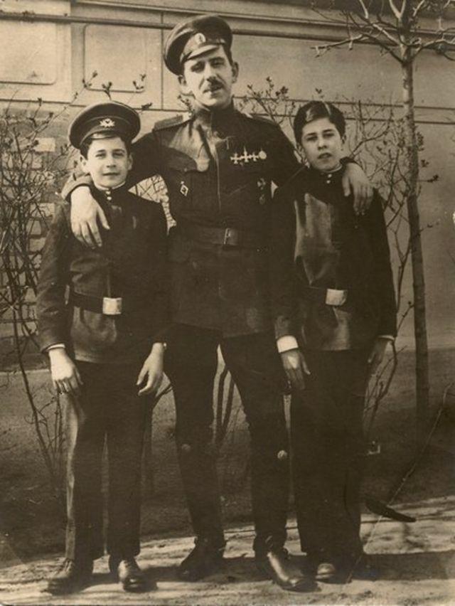 Александр Виленкин во время отпуска со своими племянниками