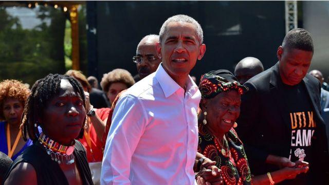 Obama, Auma Obama (kushoto) Sarah Obama (kulia)
