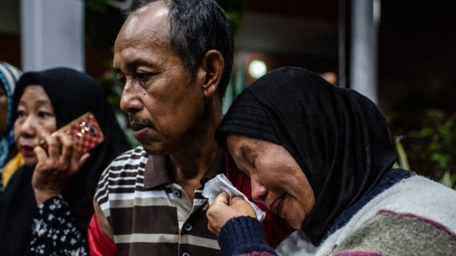 Sanak saudara korban jatuhnya Lion Air JT610 menunggu kabar lebih lanjut.
