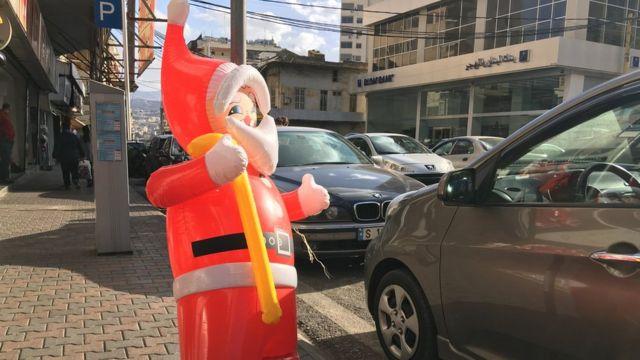 بالون على شكل سانت كلوز في بيروت