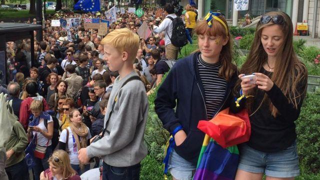 На марш пришло много молодежи, в основном голосовавшей за то, чтобы Британия осталась в ЕС