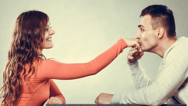 Считается, что женщины более склонны к проявлению вежливости и доброжелательности