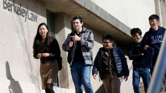 প্রায় চার লাখের মত চীনা ছাত্র-ছাত্রী যুক্তরাষ্ট্রে কলেজ-বিশ্ববিদ্যালয়গুলোতে পড়ছে