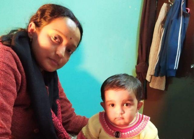 ரவி சேகர் மற்றும் அவரது மனைவி ஏக்தா ஆகியோரை கைதுக்கு பிறகு பெரியம்மாவுடன் குழந்தை