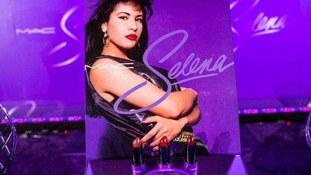 La línea de maquillaje que MAC vendió inspirada en Selena en 2016.