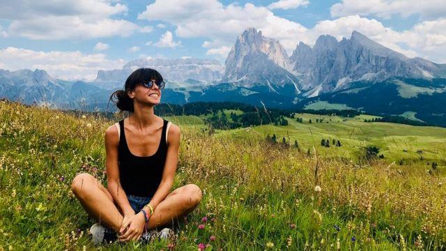 إليسا تستمتع بوقتها في الجبال