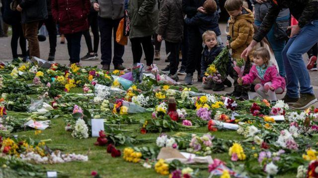 Люди покладали квіти біля Віндзорського замку