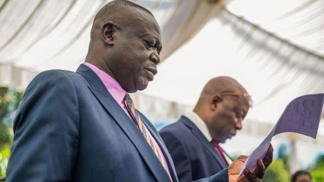 Le nouveau ministre de l'Agriculture du Zimbabwe a ordonné jeudi l'évacuation des exploitations agricoles illégalement occupées.