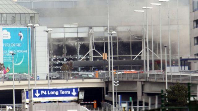 爆発直後のザベンテム空港の様子