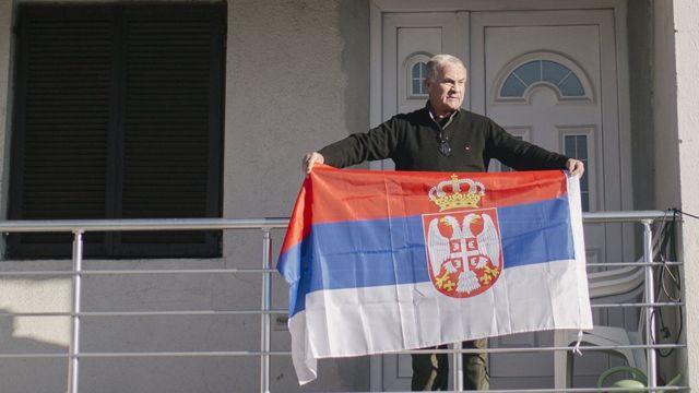 Građanin sa zastavom Srbije