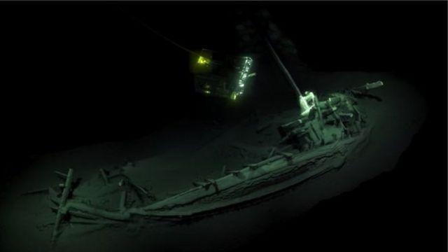 Археологи нашли на дне Черного моря корабль, который, по их мнению, пролежал под водой более 2400 лет