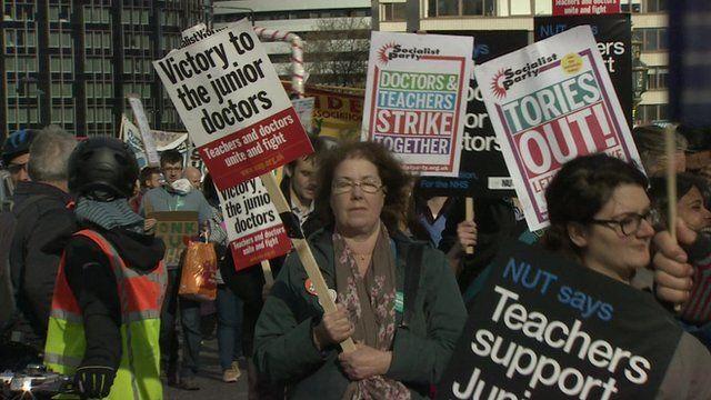 Protestors supporting junior doctors