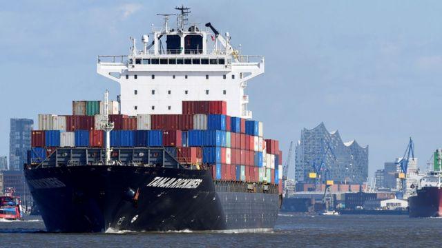 Navio com containeres