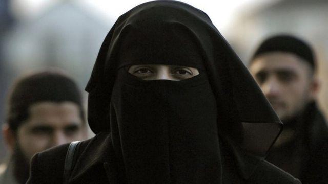 मुस्लिम महिलाओं का विरोध प्रदर्शन