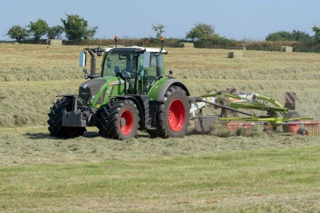 Трактор на английской ферме
