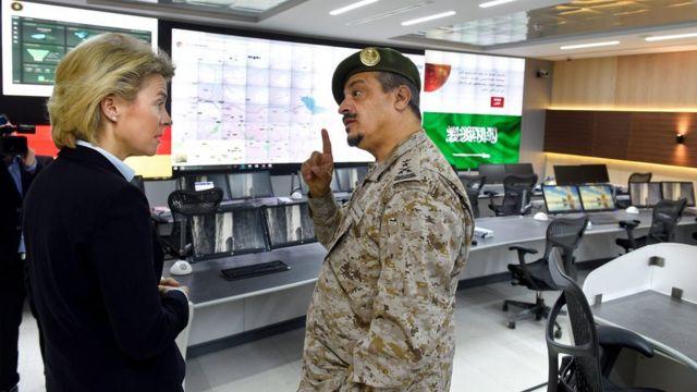 وزيرة الدفاع الألمانية في زيارة لمركز مكافحة الارهاب في السعودية