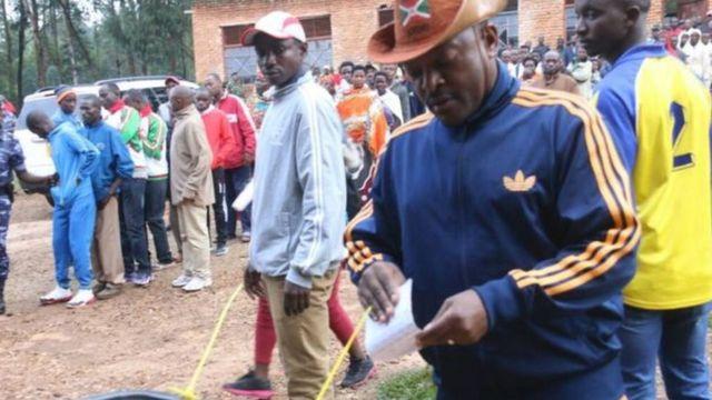 Prezida Pierre Nkurunziza ariko aratora