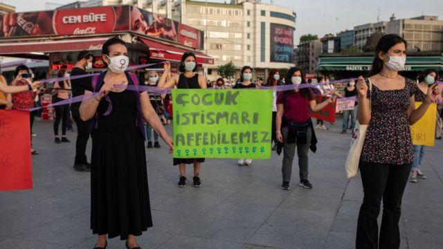 İstanbul'da çocuk istismarı protestoları