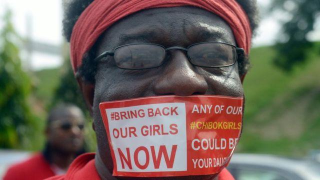 政府に少女奪還を求める14年10月のデモ
