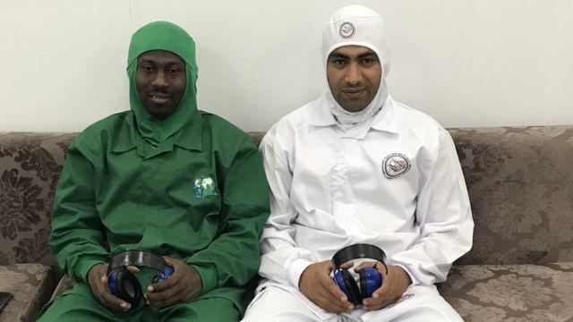 O ganês Tijani Jafaru (à esquerda) e o egípcio Moustafa Mitwalli