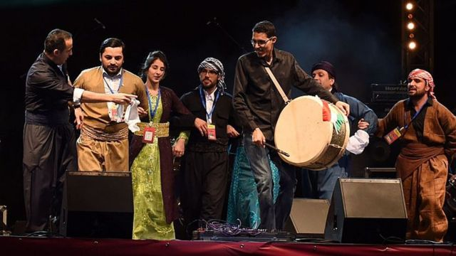 أكراد يحتفلون مع الأمازيغ برأس السنة الأمازيغية في تيزنيت، المغرب في يناير 2015.