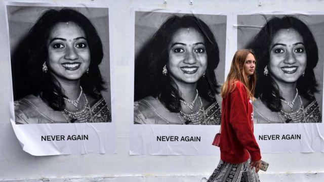 સવિતા હલપ્પાનાવરની આયર્લેન્ડની ભીંતો પર લાગેલી પ્રતિકાત્મક તસવીર
