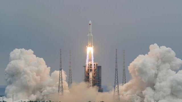 decolagem do foguete 5B Longa Marcha