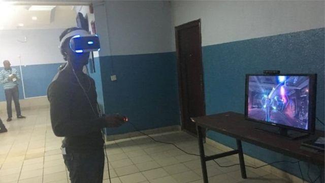 Pesin dey play games for Lagos Comic Con
