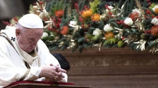پاپ در مراسم عشای ربانی شب کریسمس