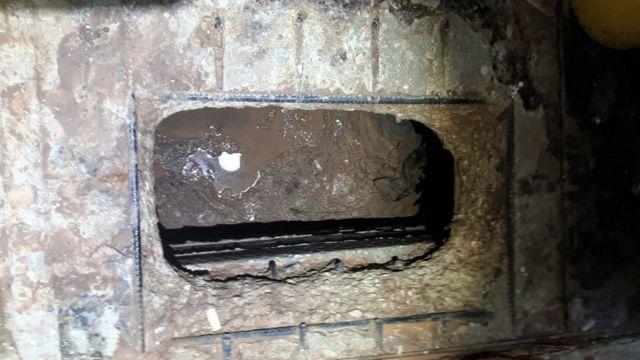 Hücrede açılan delik hapishanenin çıkışına giden tünele açılıyor.