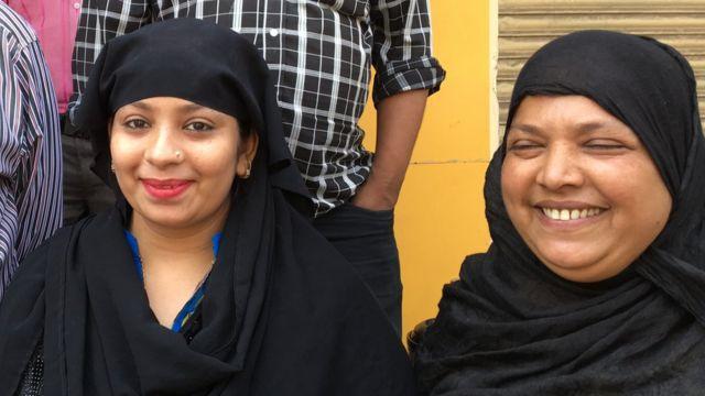 शाहीन अपनी मां के साथ