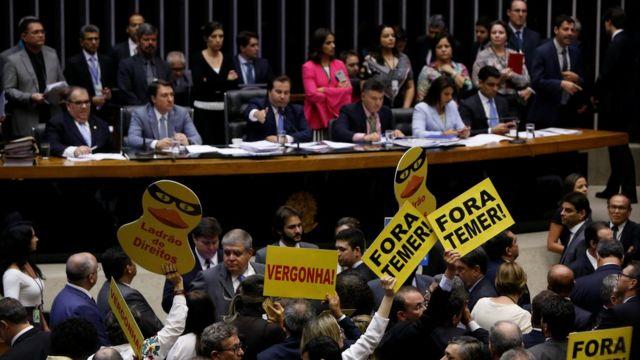 Deputados em votação na Câmara